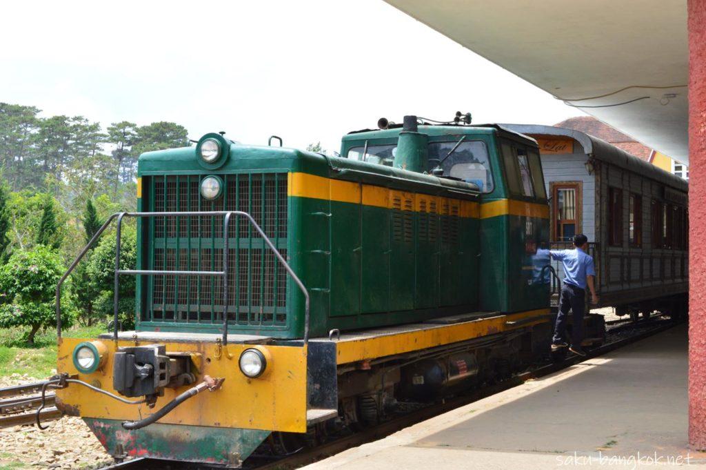 ダラット駅にやってきた列車