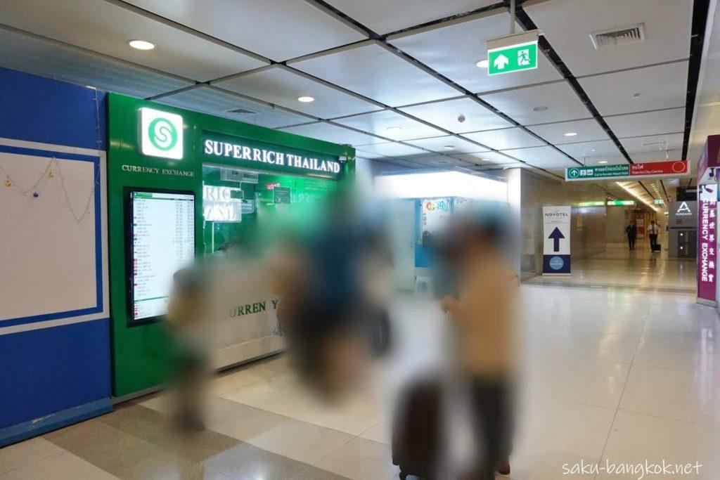 緑のスーパーリッチ@スワンナプーム国際空港