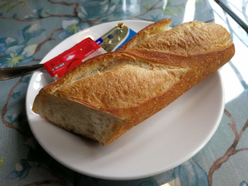 バンコクの洋食店 マ・メゾン(MA MAISON)のランチセットのパン