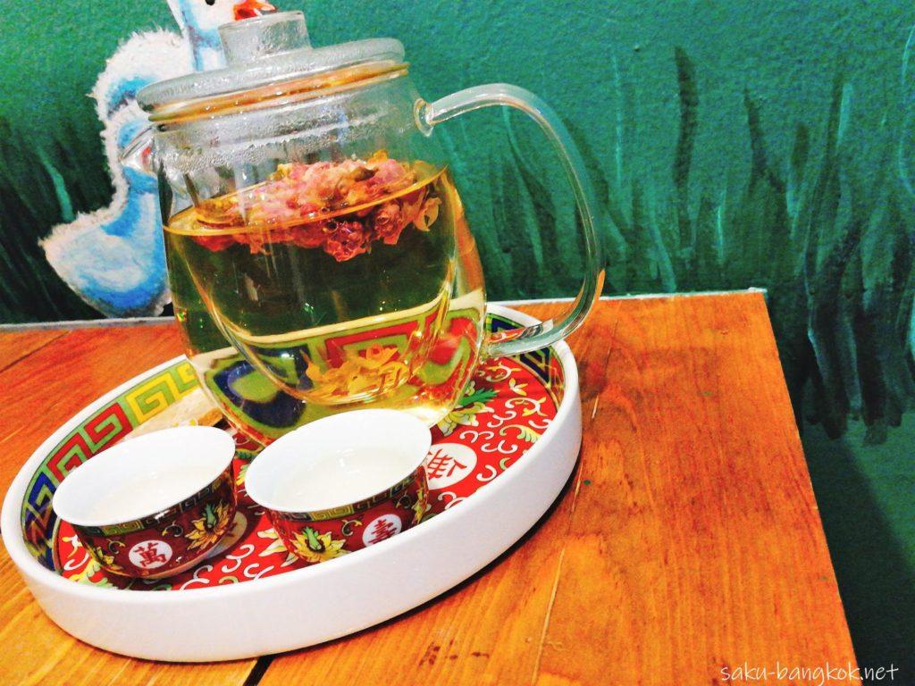 ヤワラートのロントウカフェの花茶