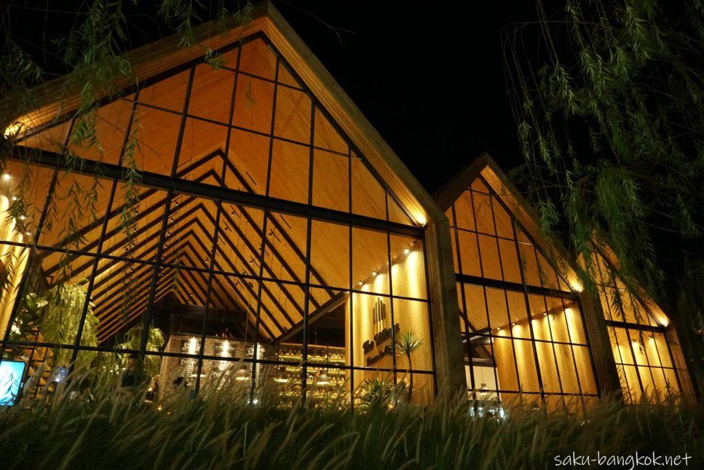 カンチャナブリーのカフェThe Village Farm To Cafe' ライトアップの様子