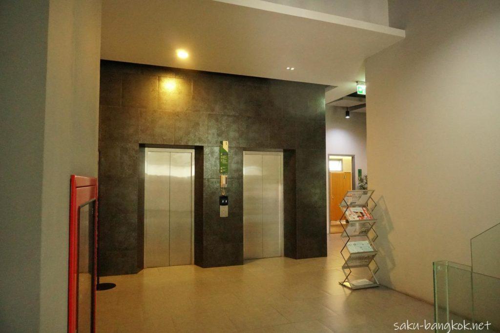 バンコクのほねつぎに向かうエレベーター