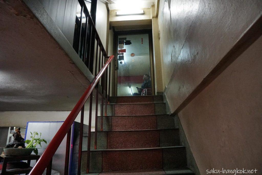 ヒアハイ(HERE HAI)への階段