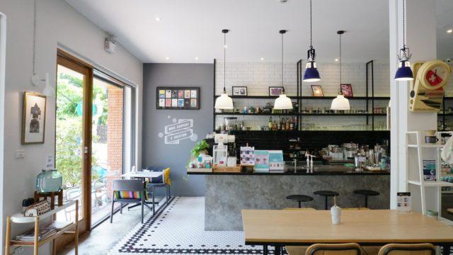 バンコク・トンブリー地区のカフェVacation の店内