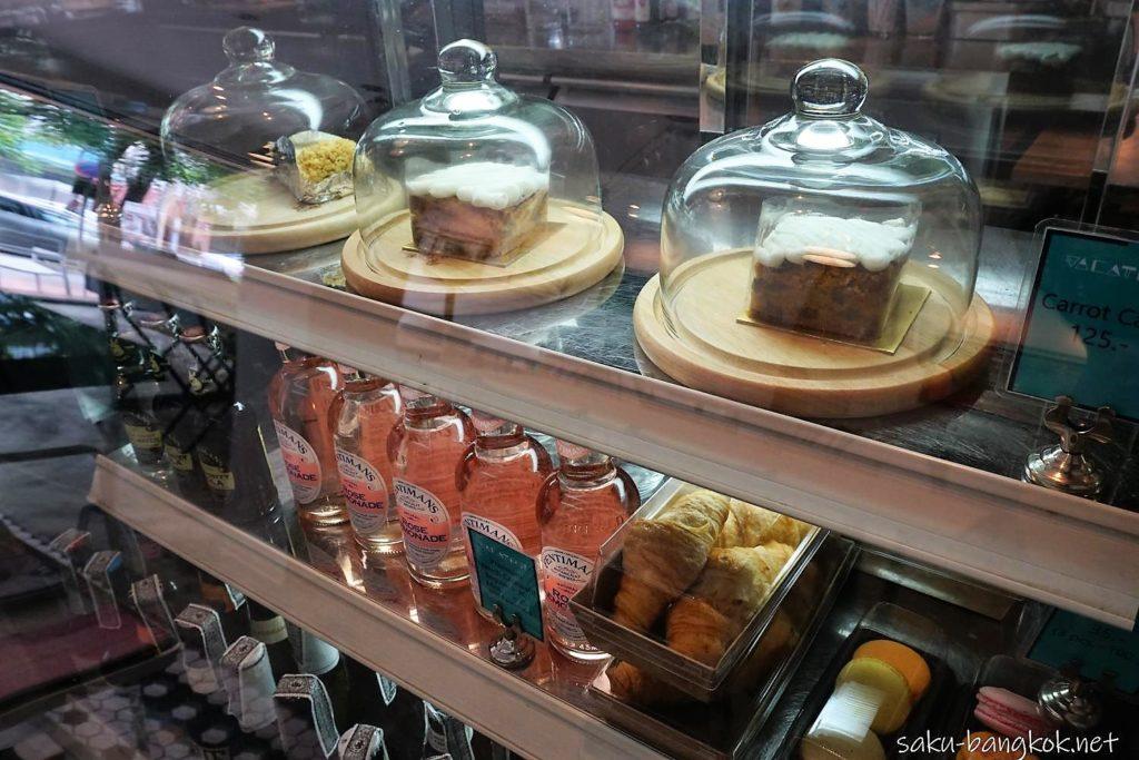 バンコク・トンブリー地区のカフェVacation のケーキ