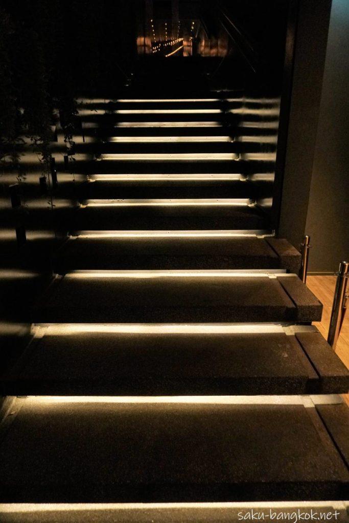 ソーソフィテル バンコク【HI-SO ルーフトップバー】30階へ上がる階段