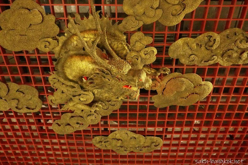 MRTワットマンコン駅の龍の装飾