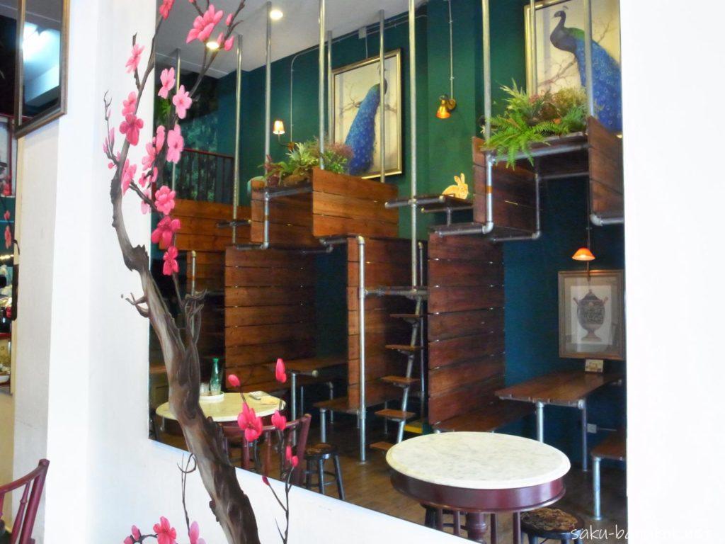 ヤワラートのロントウカフェの二段の席
