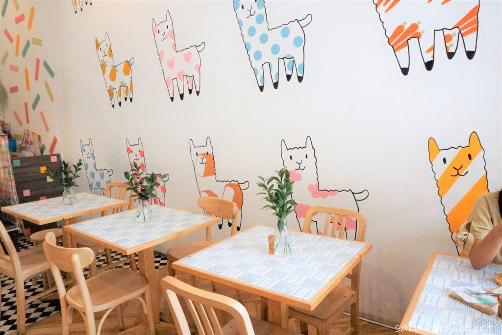 パステルカラーのアルパカいっぱいのNahim Cafe(ナヒムカフェ)の雰囲気