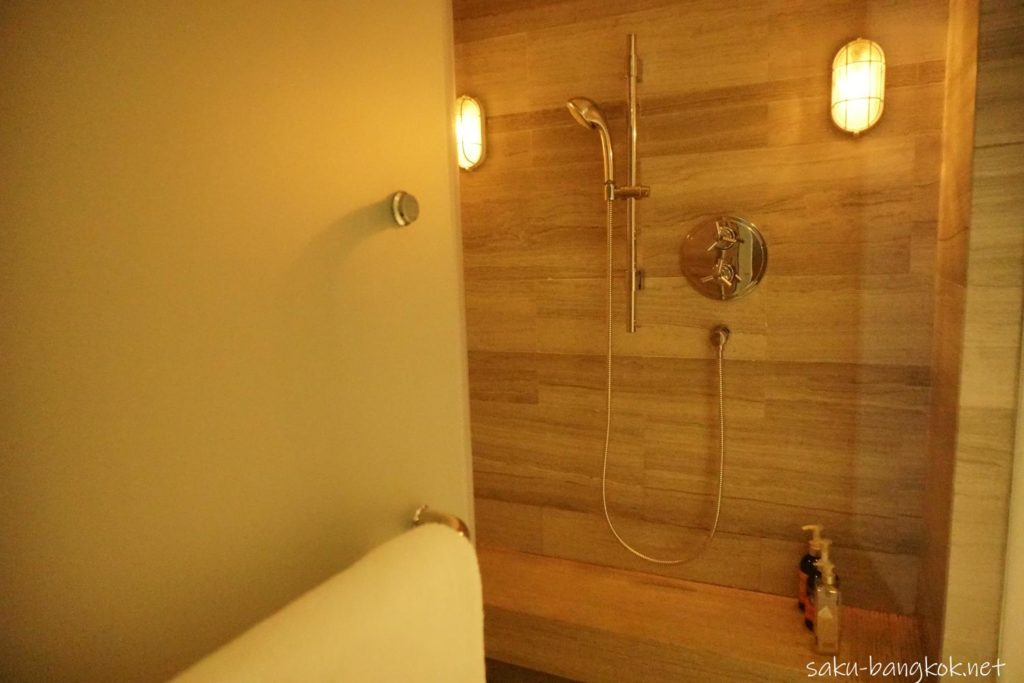Le SPA with L'Occitaneのシャワールーム