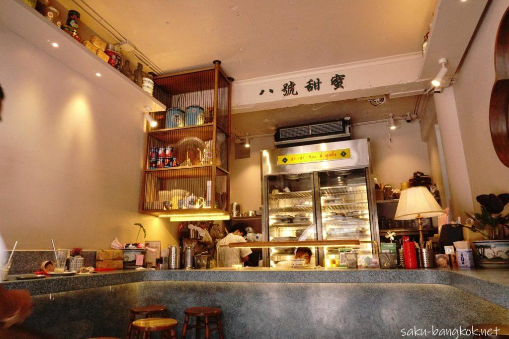 タピオカミルクティープリンで有名なヤワラートBa Hao Tian Miの店内