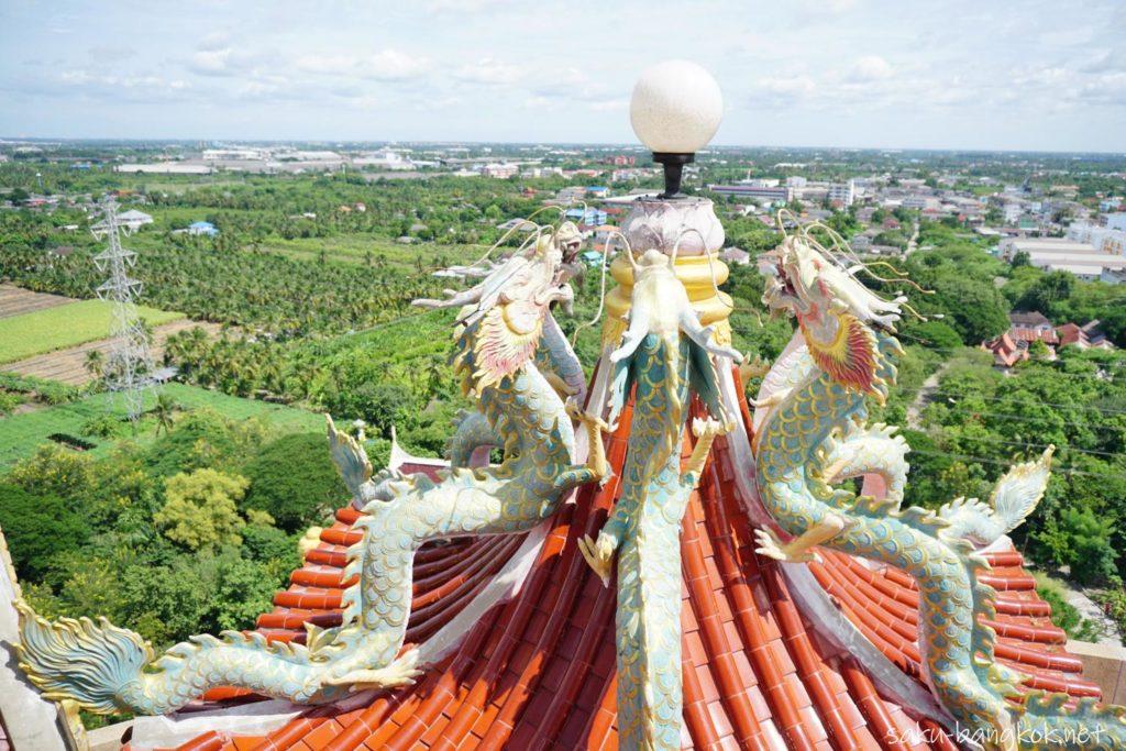 ナコンパトムの龍の寺「ワットサンプラン」ドラゴンタワーの頂上