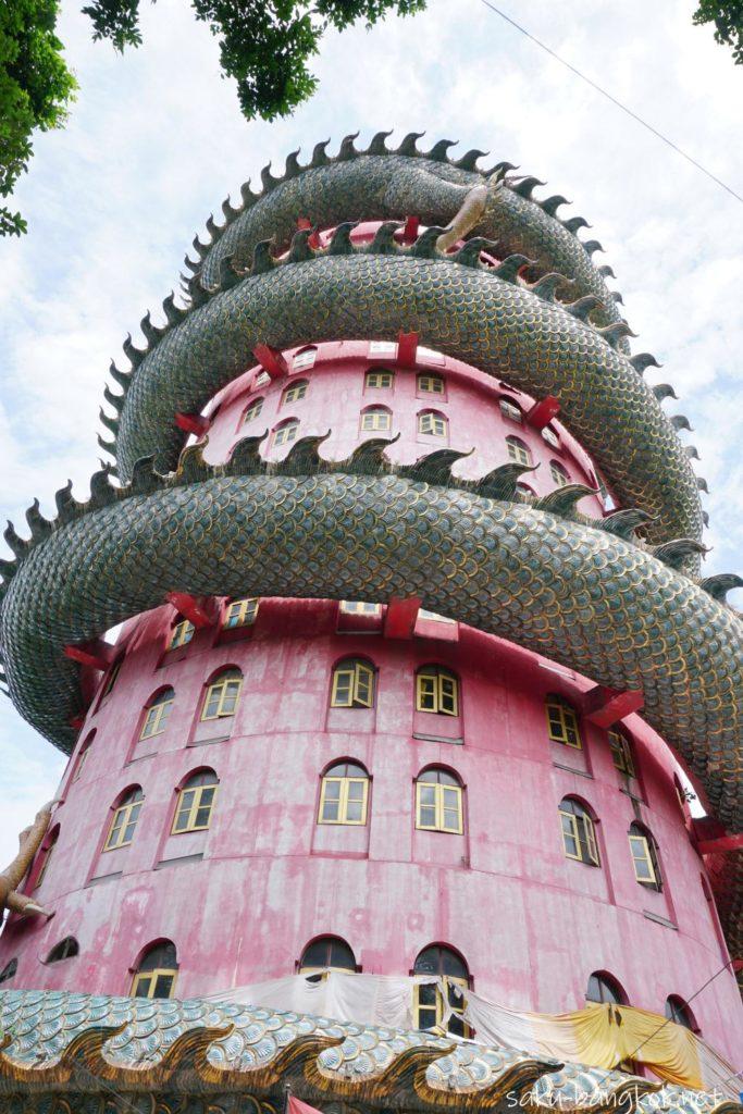 ナコンパトムの龍の寺「ワットサンプラン」