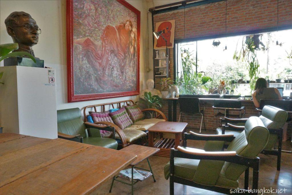 ナコンパトム駅近くのカフェ