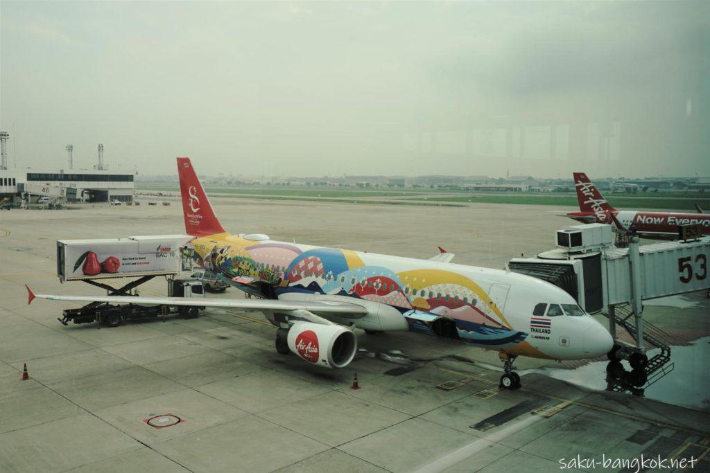 ドンムアン空港発チェンマイ行きのエアアジアの機体