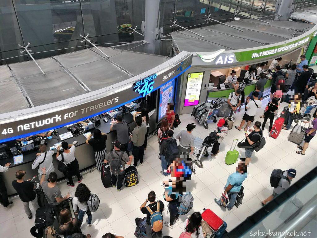 スワンナプーム国際空港到着フロア(2階)のトラベラーズSIM購入ブース