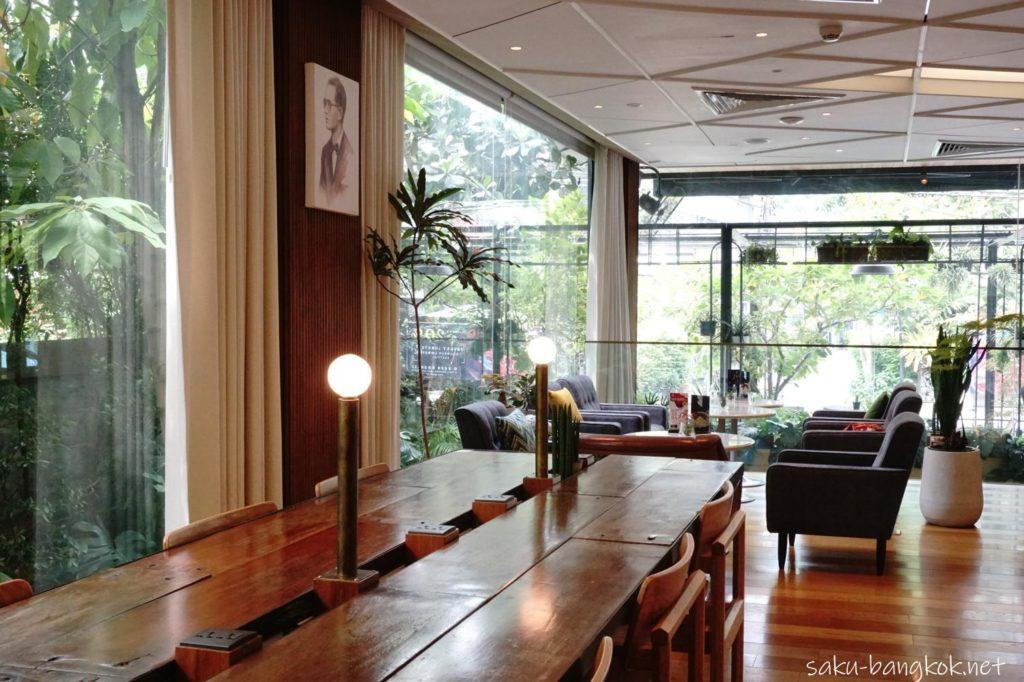 カフェHerringboneの長テーブル