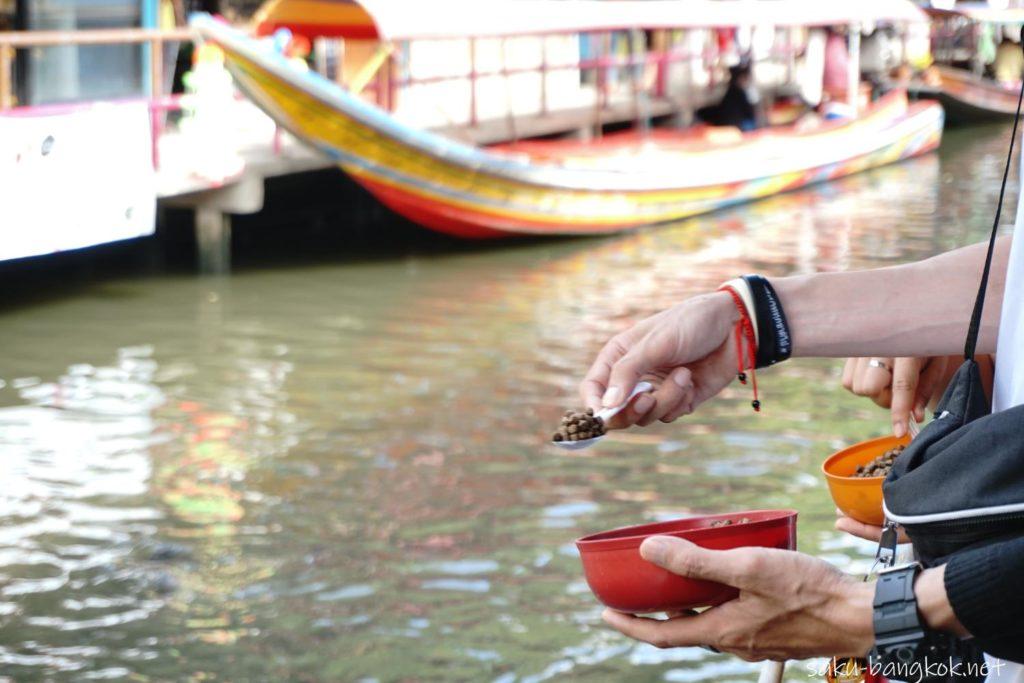 バンコクにあるクローンラットマヨム水上マーケット