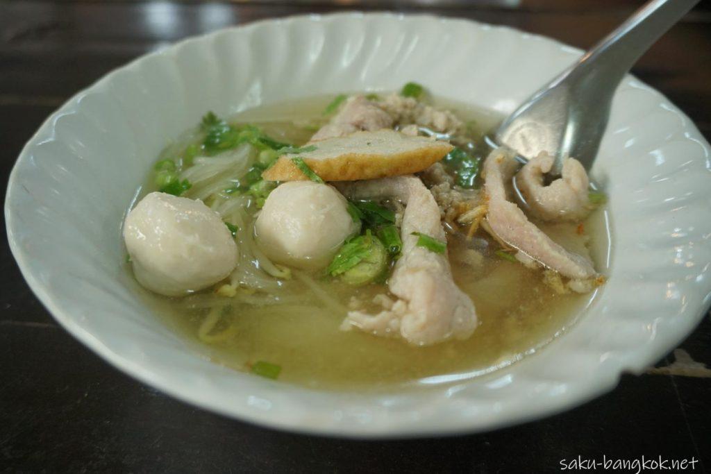 バンコクにあるクローンラットマヨム水上マーケットで食べたクィッティアオ
