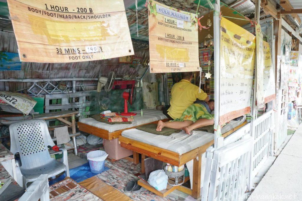 バンコクにあるクローンラットマヨム水上マーケットのマッサージコーナー