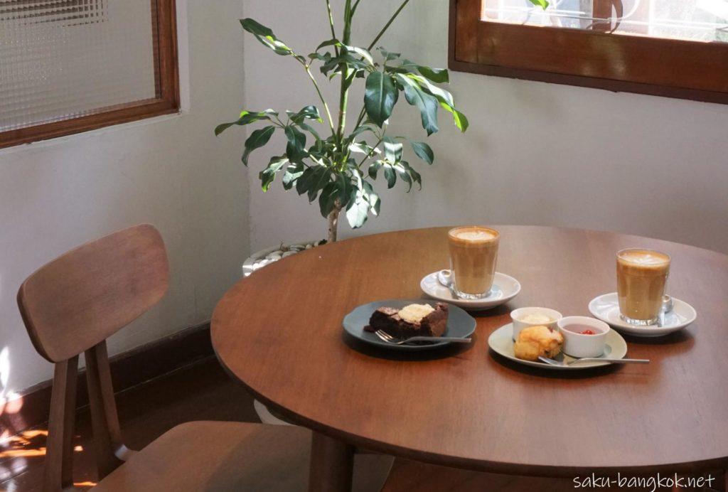 バンコク・トンロー駅そばのナチュラルカフェ【h______dining】