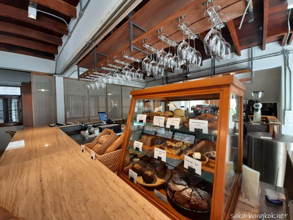 バンコク・トンロー駅そばのナチュラルカフェ【h______dining】のカウンター