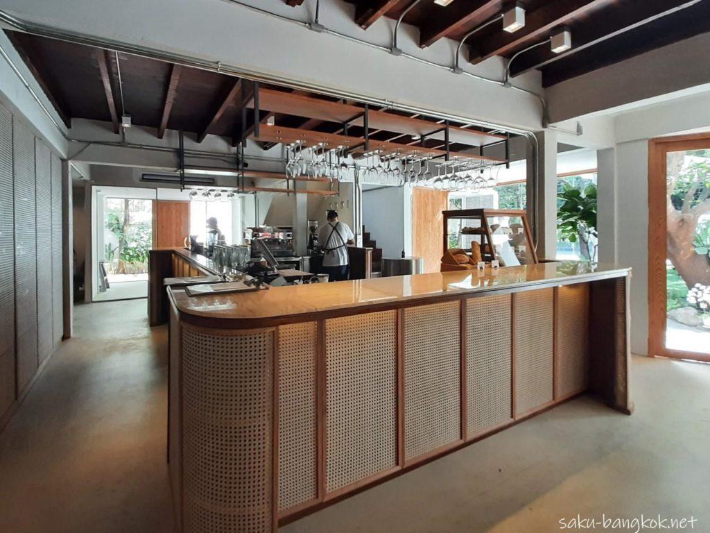 バンコク・トンロー駅そばのナチュラルカフェ【h______dining】の内装