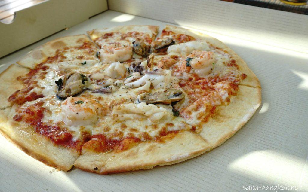 ラヨーンマリオットリゾート&スパ プールバー ピザ
