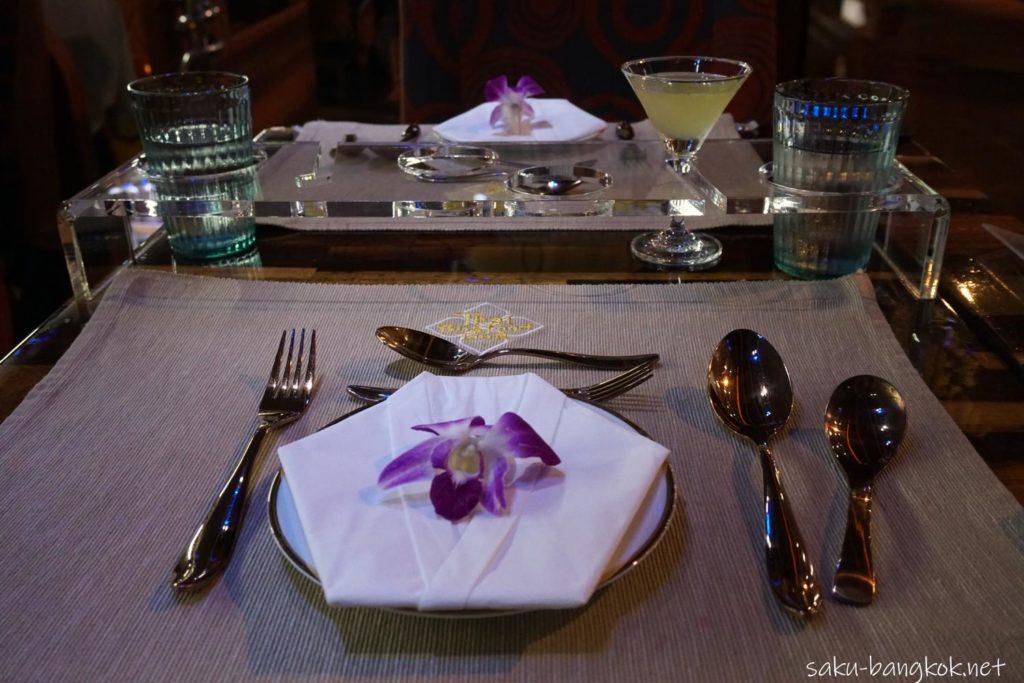 バンコク・タイバスフードツアーのテーブルセッティング