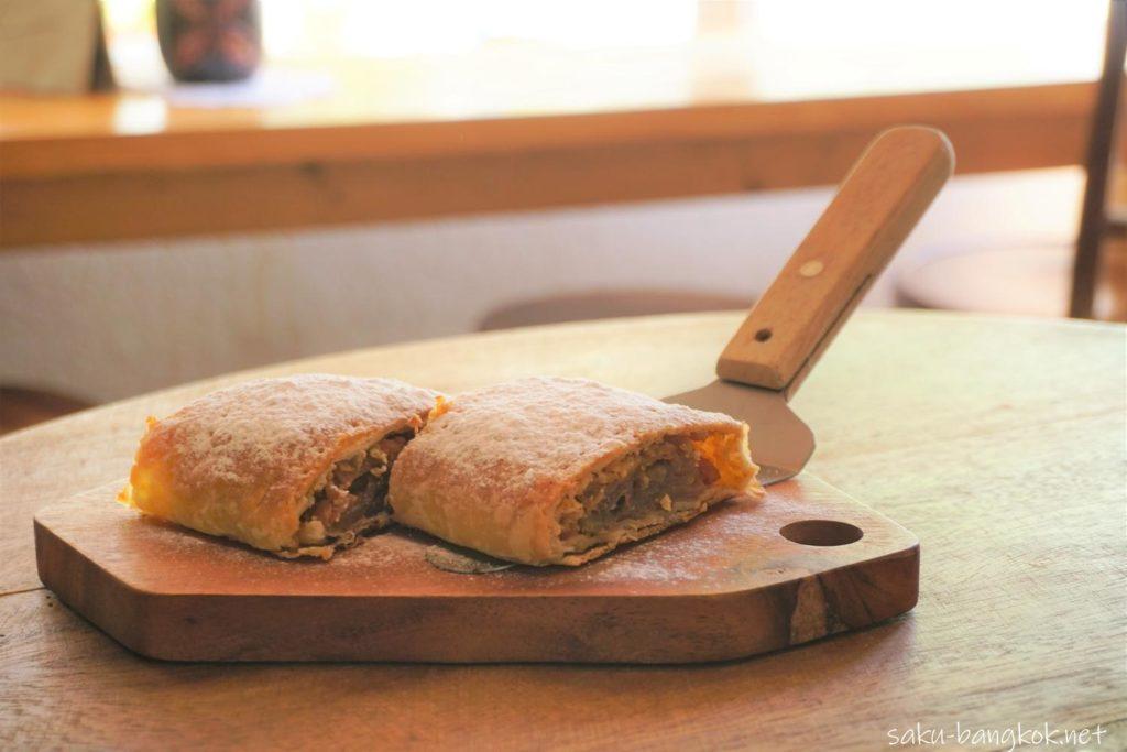 バンコク・アーリーのベーカリーカフェLandhaus Bakery アップルパイ