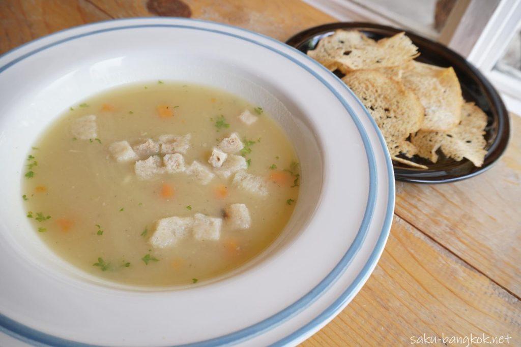 バンコク・アーリーのベーカリーカフェLandhaus Bakeryのポテトスープ