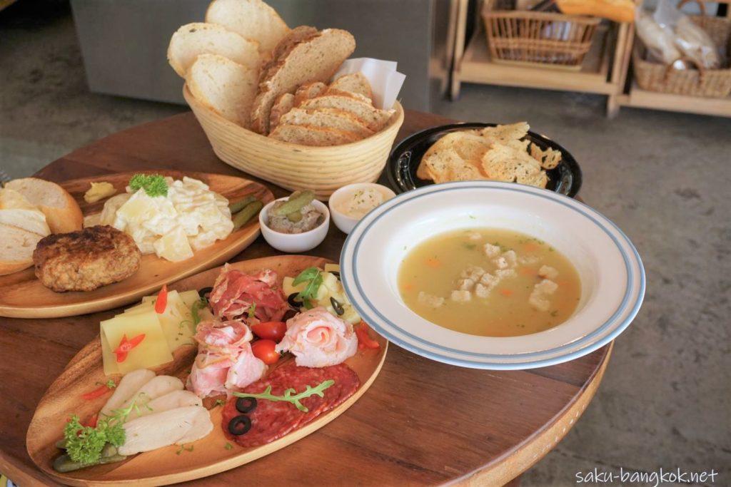 バンコク・アーリーのベーカリーカフェLandhaus Bakeryのフードメニュー