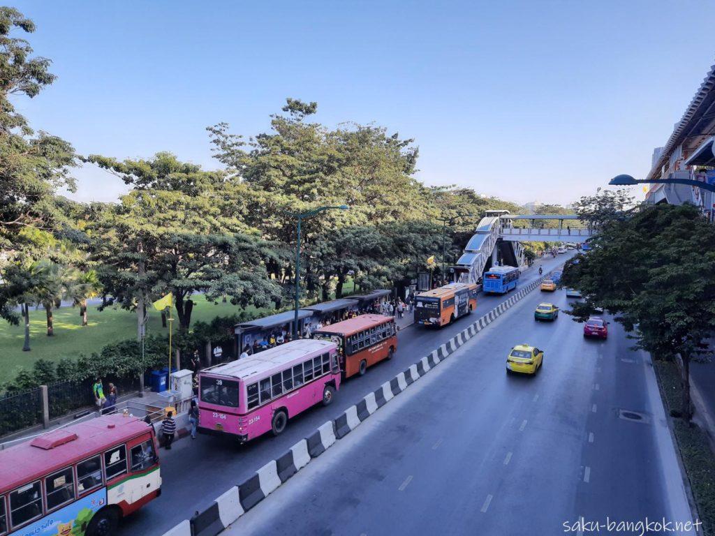 ドンムアン空港⇔バンコク市内の空港バス モチット駅のA1,A2バスのりば