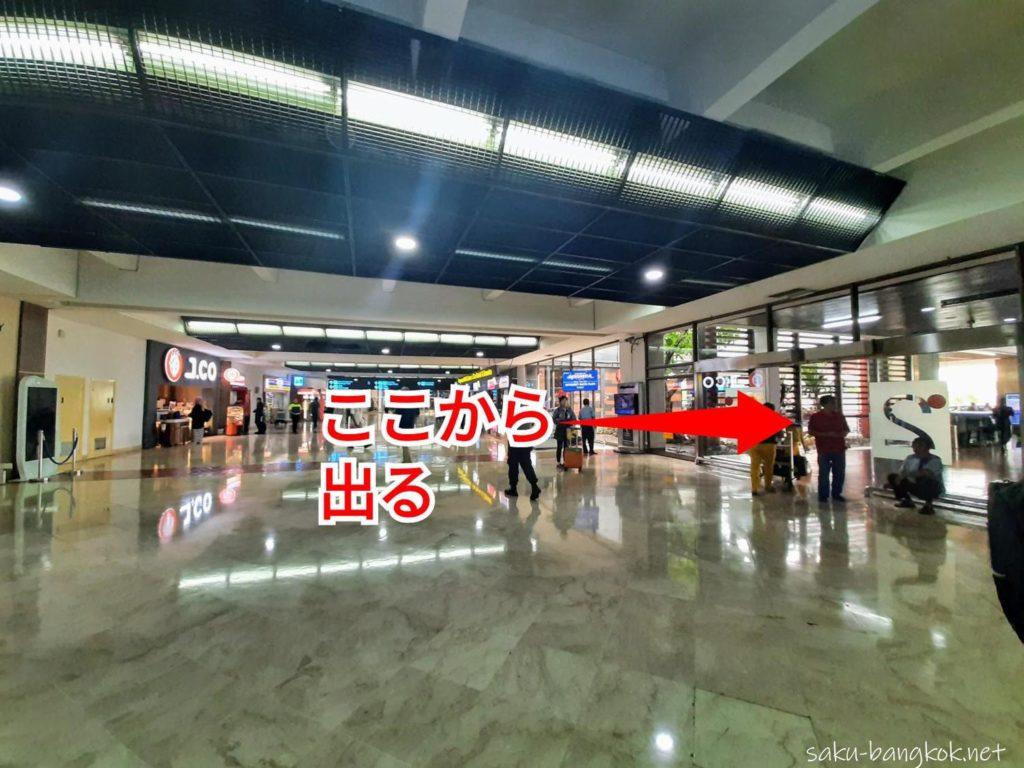 ジャカルタ・スカルノハッタ空港[国際線]ターミナル2 到着ロビーからグラブ乗り場へ