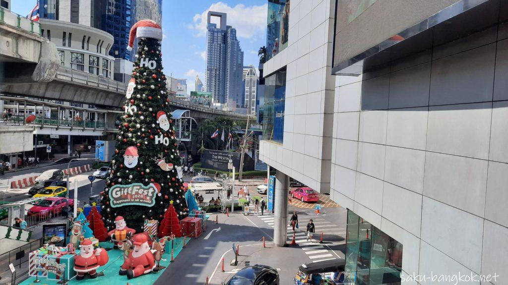 バンコクのショッピングモール・ターミナル21前のクリスマスツリー