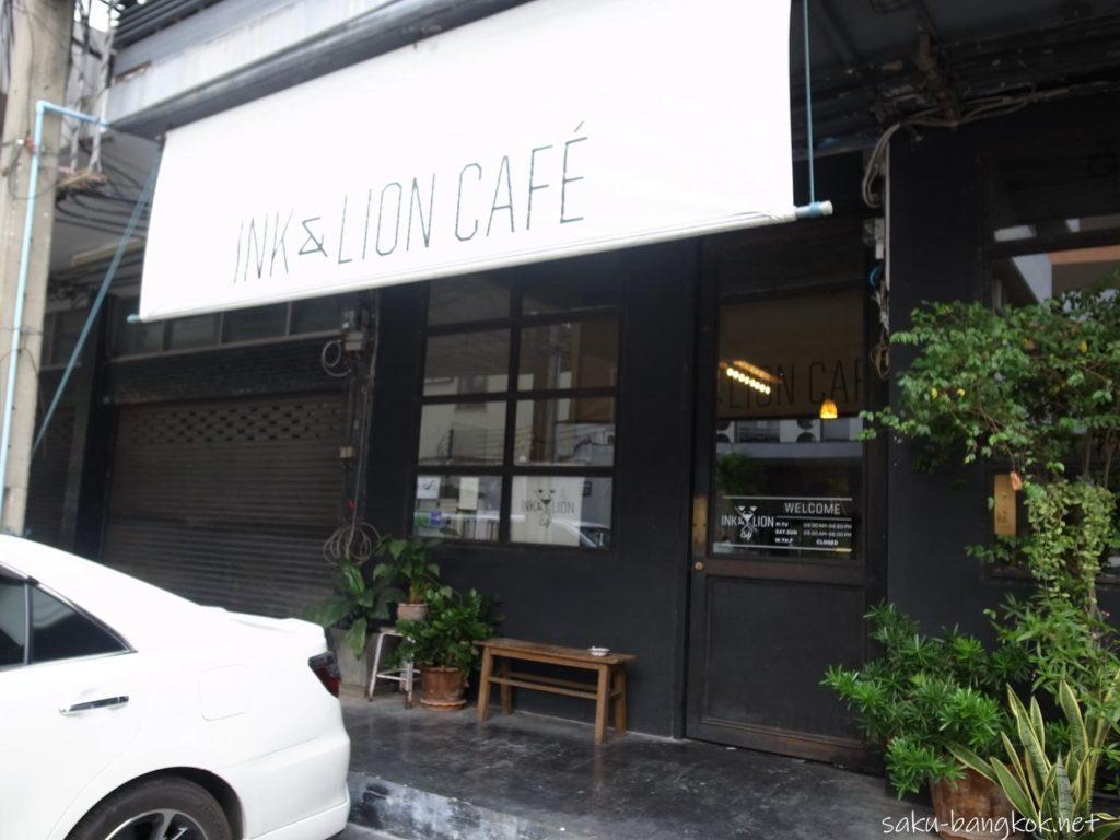 バンコク エカマイ駅そばの Ink & Lion カフェ