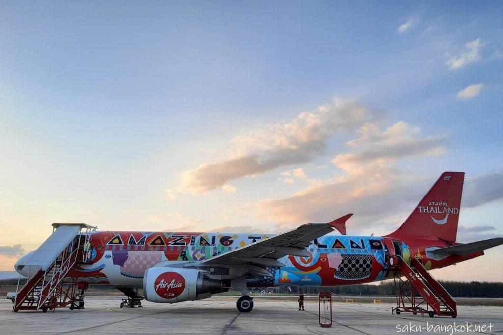 ルーイ空港発バンコクドンムアン空港行きのエアアジアの飛行機
