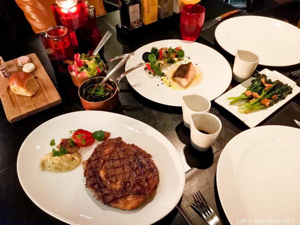 バンコクマリオットホテルスクンビット内のステーキハウス【The District Grill Room & Bar】で豪華なディナーを[PR]