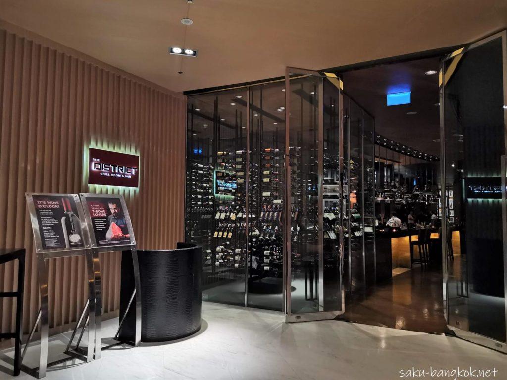 バンコクマリオットホテルスクンビット内のステーキハウス【The District Grill Room & Bar】の外観