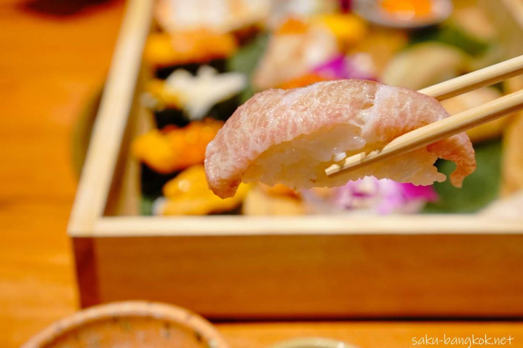 おまかせプレミアム寿司セット 999バーツ++(約1,750円)