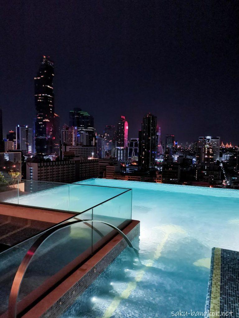 【ホテルレビュー】バンコク・マリオット・ホテル・ザ・スリウォンの夜のプール