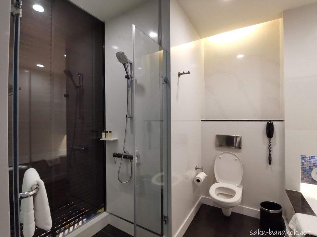 バンコク・チャオプラヤー川沿いコスパ抜群5つ星ホテル【チャトリウム ホテル リバーサイド バンコク】のバスルーム