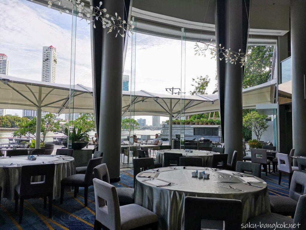 バンコク・チャオプラヤー川沿いコスパ抜群5つ星ホテル【チャトリウム ホテル リバーサイド バンコク】の朝食会場