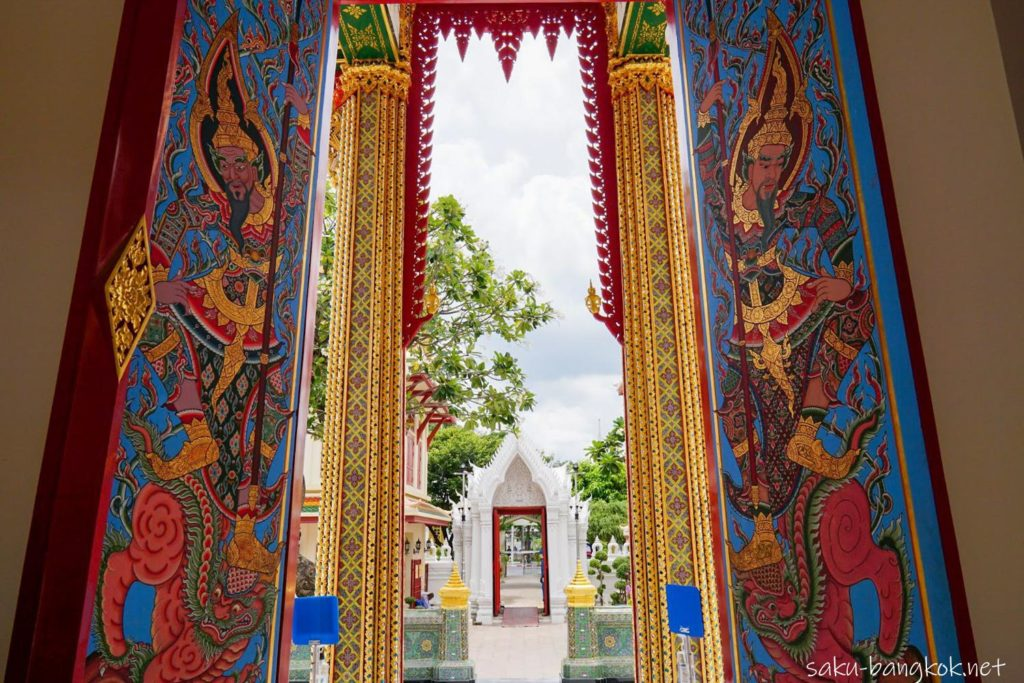 バンコクのモザイク模様が美しい寺「ワット・ラチャボピット」