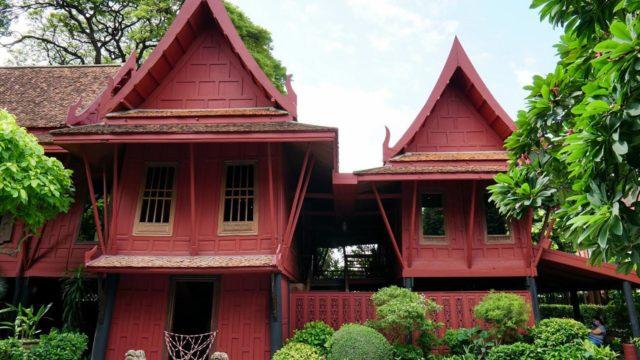 【ジムトンプソンの家】緑あふれるタイ伝統家屋でタイのシルク王が収集した古美術を鑑賞