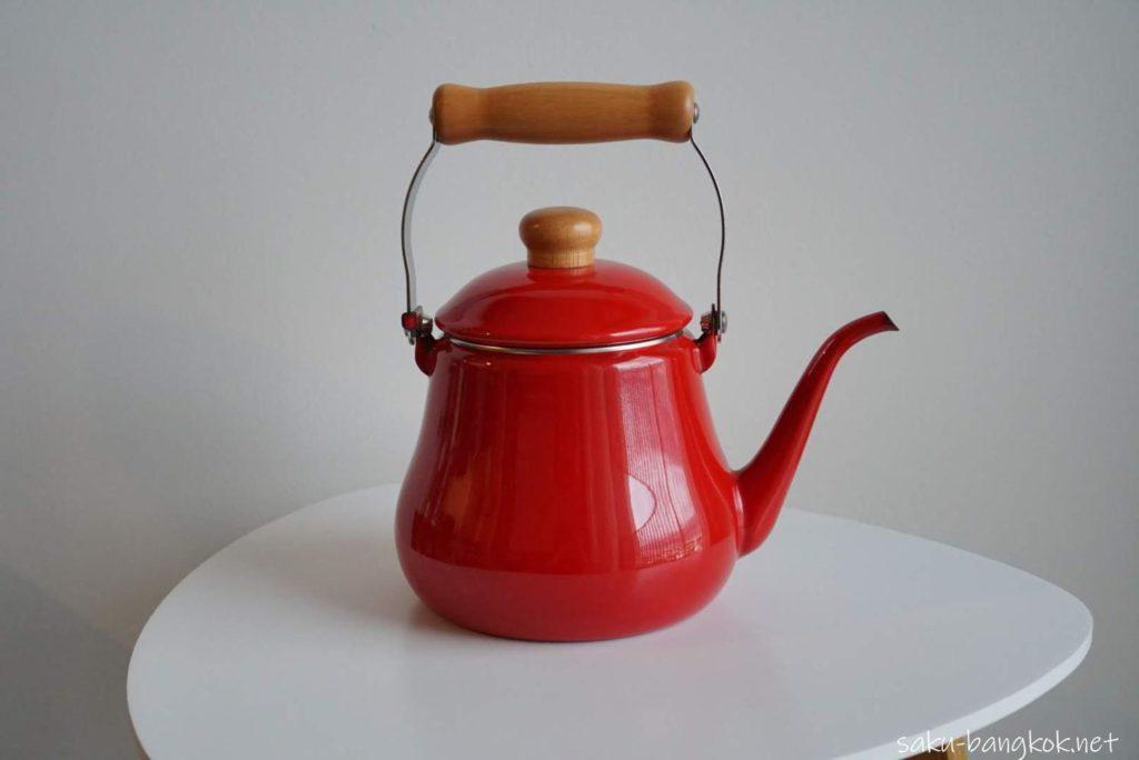 富士ホーロー Honey Ware の赤いケトル