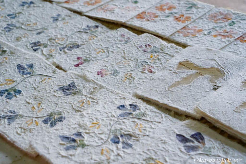 チェンライ 桑の木の樹皮で紙漉き体験
