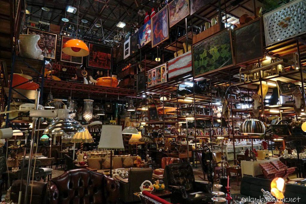 【PAPAYA】ラップラオの巨大なヴィンテージ家具屋&カフェ