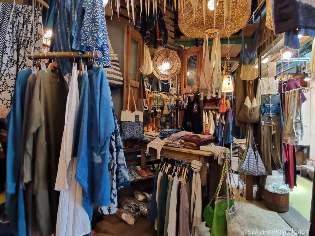バンコク・チャトゥチャックウィークエンドマーケット2020 アジアンな洋服