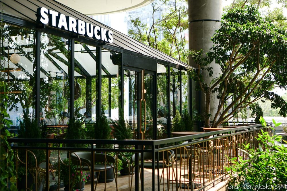 バンコク・緑あふれるグラスハウススタイルのスタバ@エムクオーティエ5階